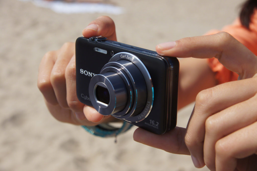 Компактный цифровой фотоаппарат.
