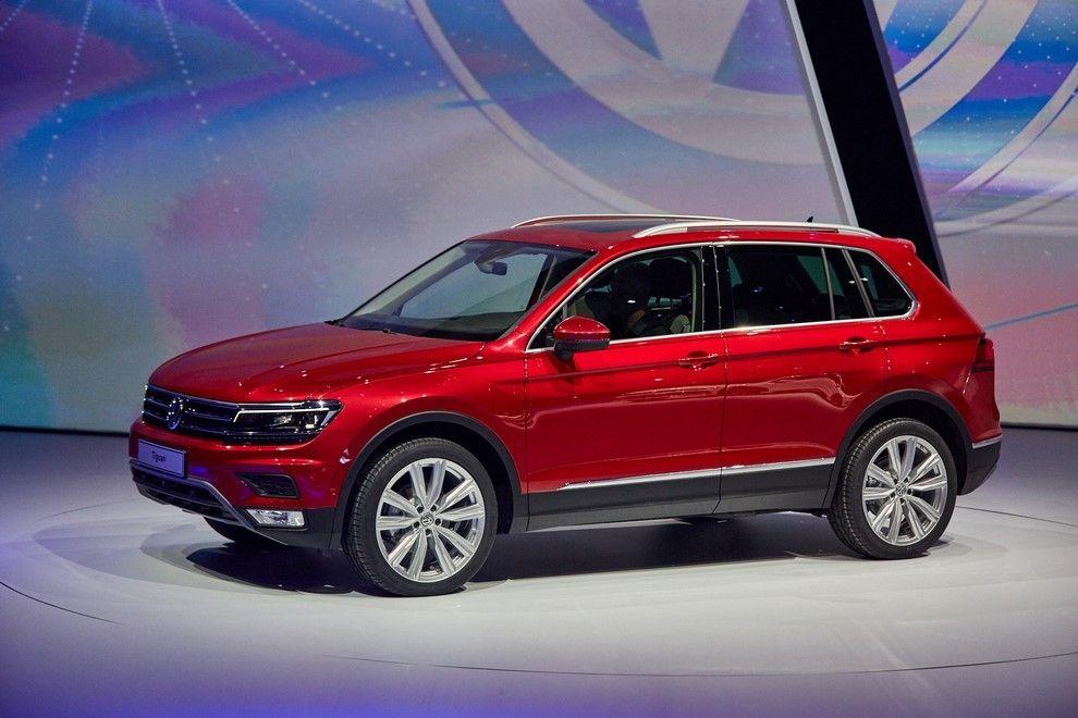 Volkswagen Tiguan второго поколения сбоку.