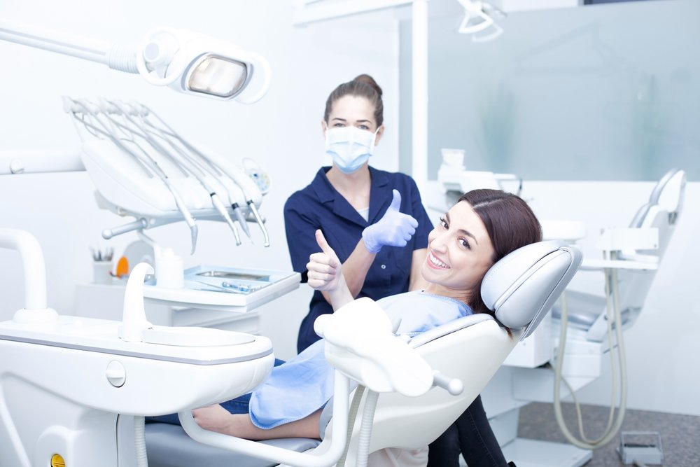 Стоматолог.